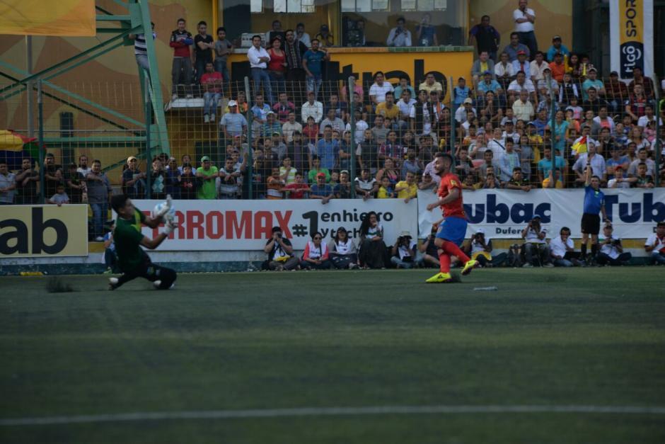 El Estadio Municipal en San Miguel Petapa se llenó. (Foto: Wilder López/Soy502)