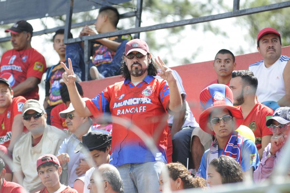 La afición roja disfrutó el triunfo de su equipo. (Foto: Pedro Pablo Mijangos/Soy502)