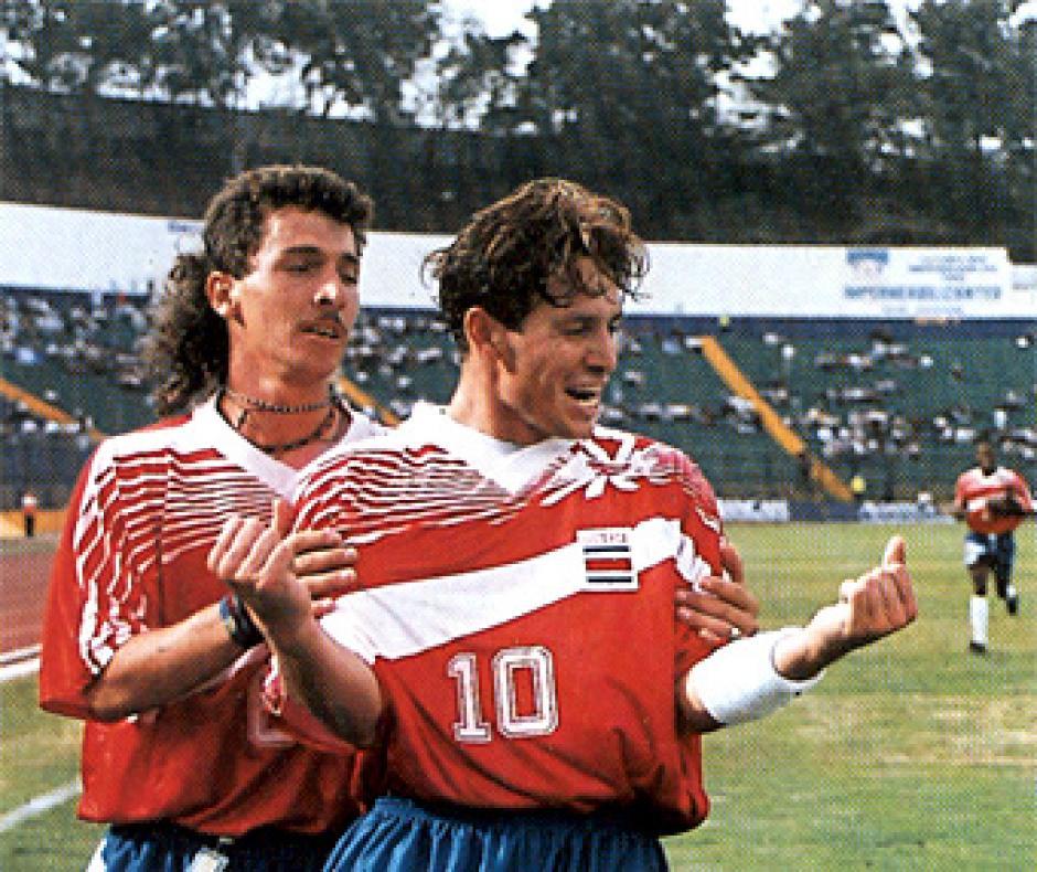 Wilmer López y Rolando Fonseca eran parte de la Selección de Costa Rica de esa época. (Foto: Archivo)