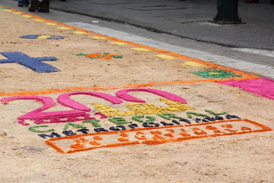 La alfombra fue dedicada a la conmemoración de los 200 años de Catedral Metropolitana. (Foto: Archivo/Soy502)