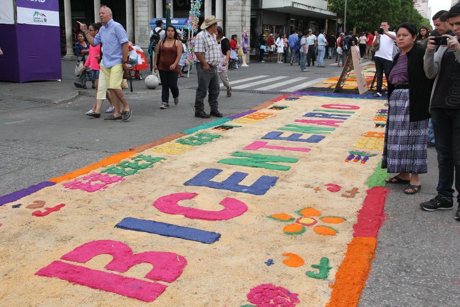 La alfombra fue dedicada a los 200 años de Catedral. (Foto: Archivo/Soy502)