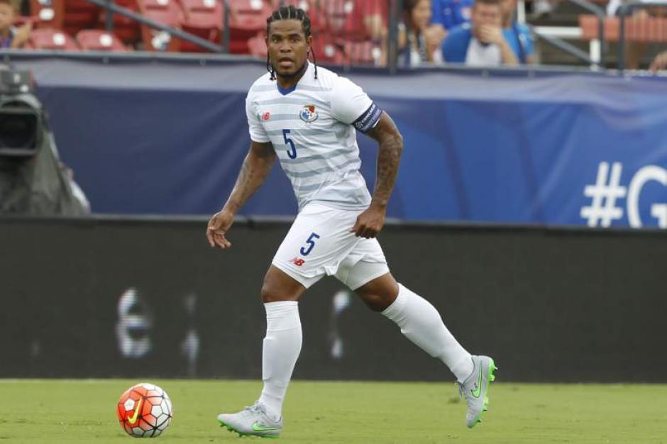 El capitán de Panamá, Román Torres, apareció con trenzas en el partido ante Haití. (Foto: diezhn.com)