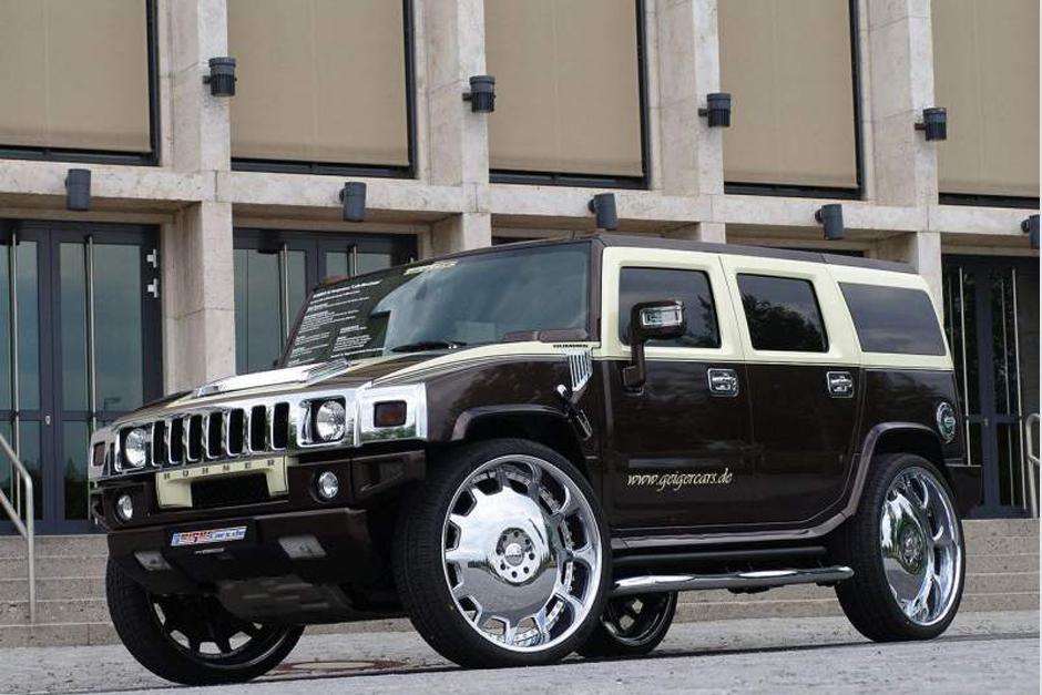 Ronaldinho posee varios vehículos, pero aún se le suele ver por Belo Horizonte con este Hummer H2 preparado por la firma Geiger y adquirido hace 2 o 3 años.