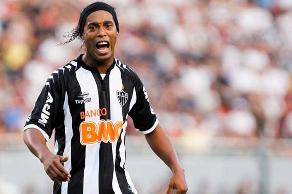 Ronaldinho Gaucho durante un juego con el Atlético Mineiro