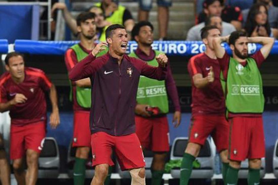 Los nervios se apoderaron del luso y este saltó, gritó y festejó con todos sus compañeros el triunfo de la selección de Portugal. (Foto: Agencias)