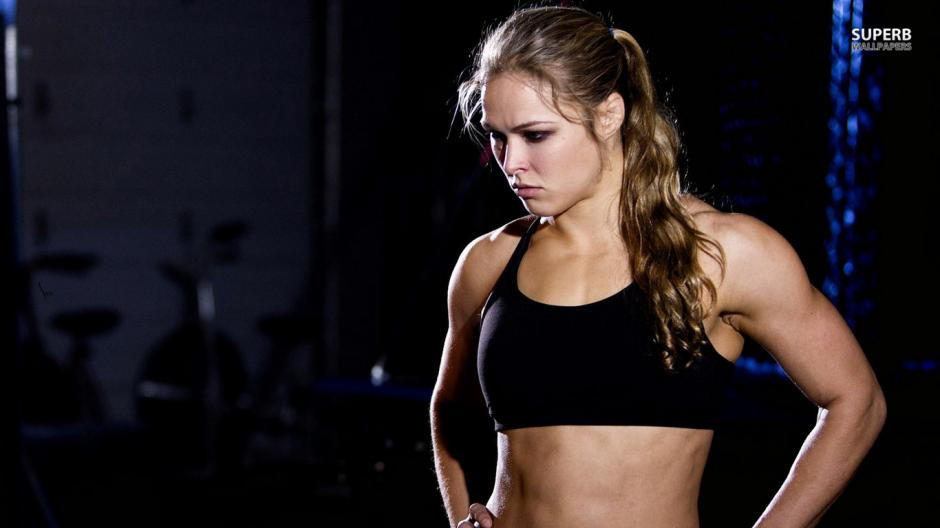 Ronda Rousey es considerada la mejor luchadora de MMA de todos los tiempos. (Foto: frasesdeboxeo.com)