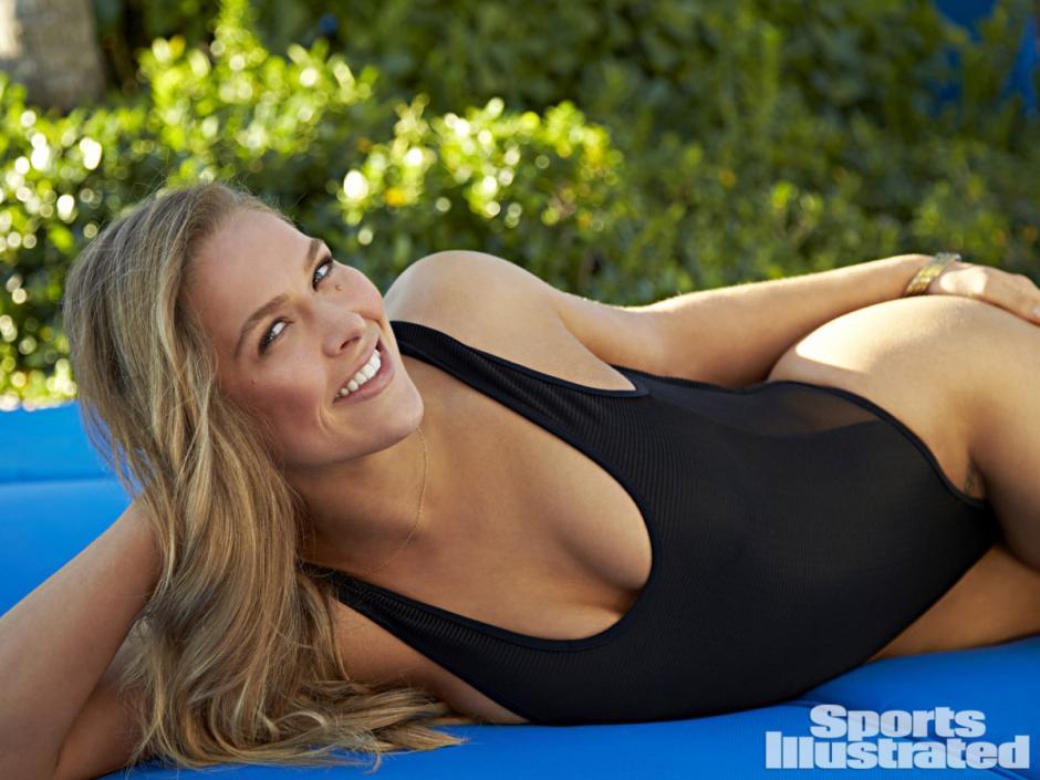Además de sus habilidades para la lucha, Ronda Rousey es aclamada por su atractivo físico. (Foto: Sports Illustrated)