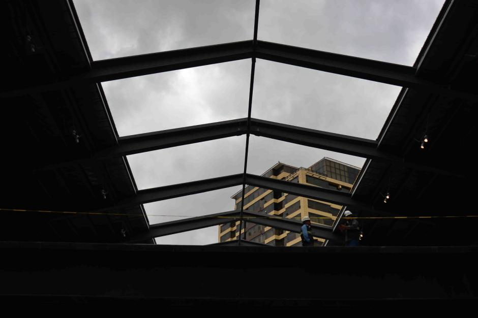 Un techo retráctil de 1 mil metros cuadrados se cierra cuando llueve. (Foto: Jesús Alfonso / Soy502)