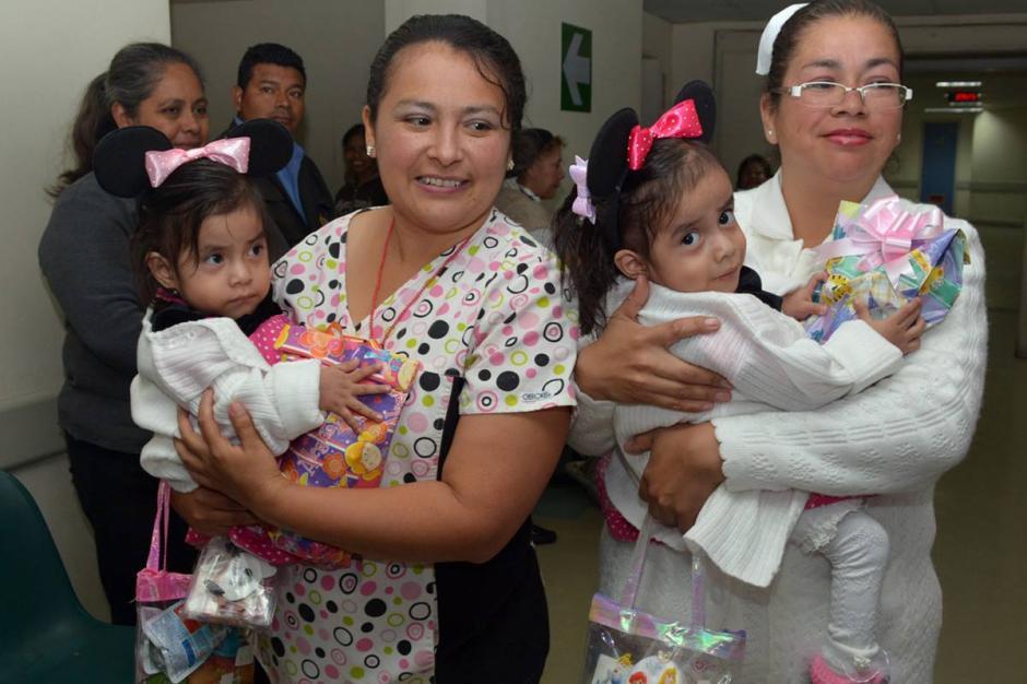 """Las siamesas Ana Rosa y Aída Rosalina, conocidas como """"las Rositas"""", cumplieron este jueves. (Foto: Ministerio de Salud)"""