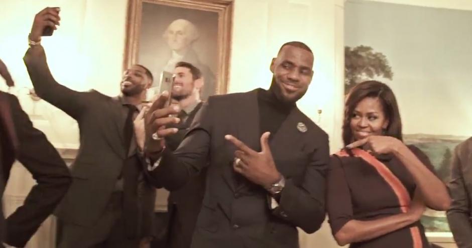 Los jugadores de los Cavaliers realizaron el reto al lado de Michelle Obama. (Imagen: captura de video)