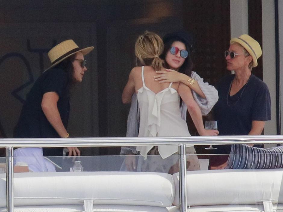 La comedianteEllen DeGeneresy su esposa,Portia De Rossi, se unieron a las vacaciones deHarry Styles y Kendall Jenner. (Foto: DailyMail)