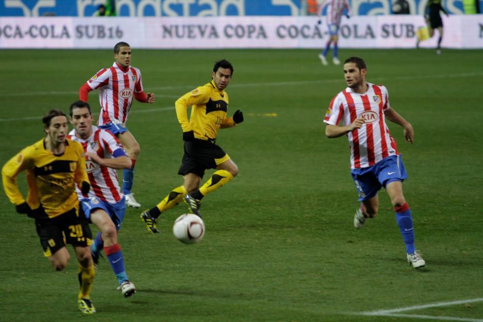 Con el Aris Salonica Carlos Ruiz enfrentó al Atlético de Madrid en la Europa League. (Foto: Twitter)