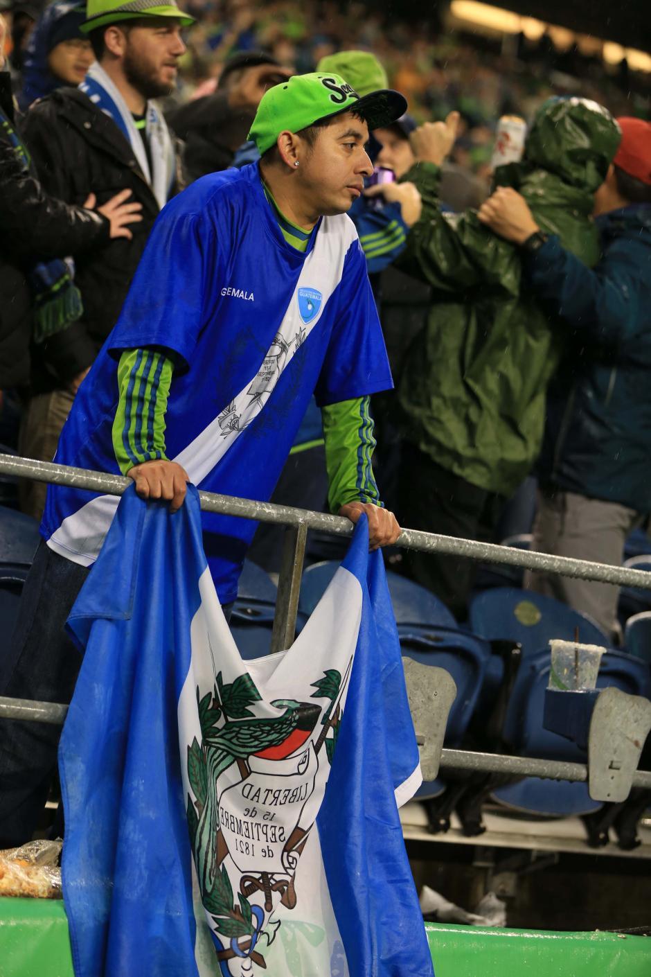 Este aficionado guatemalteco del Sounders, primero se vistió de azul y blanco. (Foto: Brian Mendia/especial para Nuestro Diario)