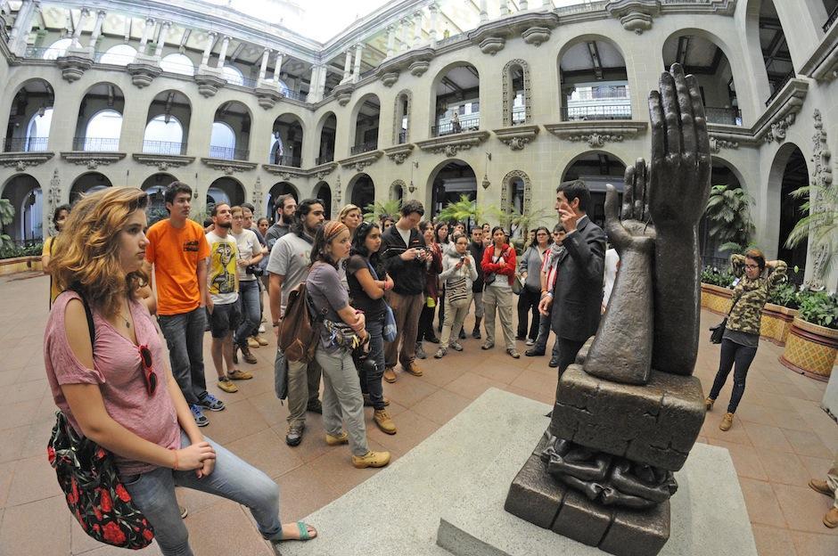 Los participantes están emocionados y prestan mucha atención a datos históricos del país. (Foto: Esteban Biba/Soy502)