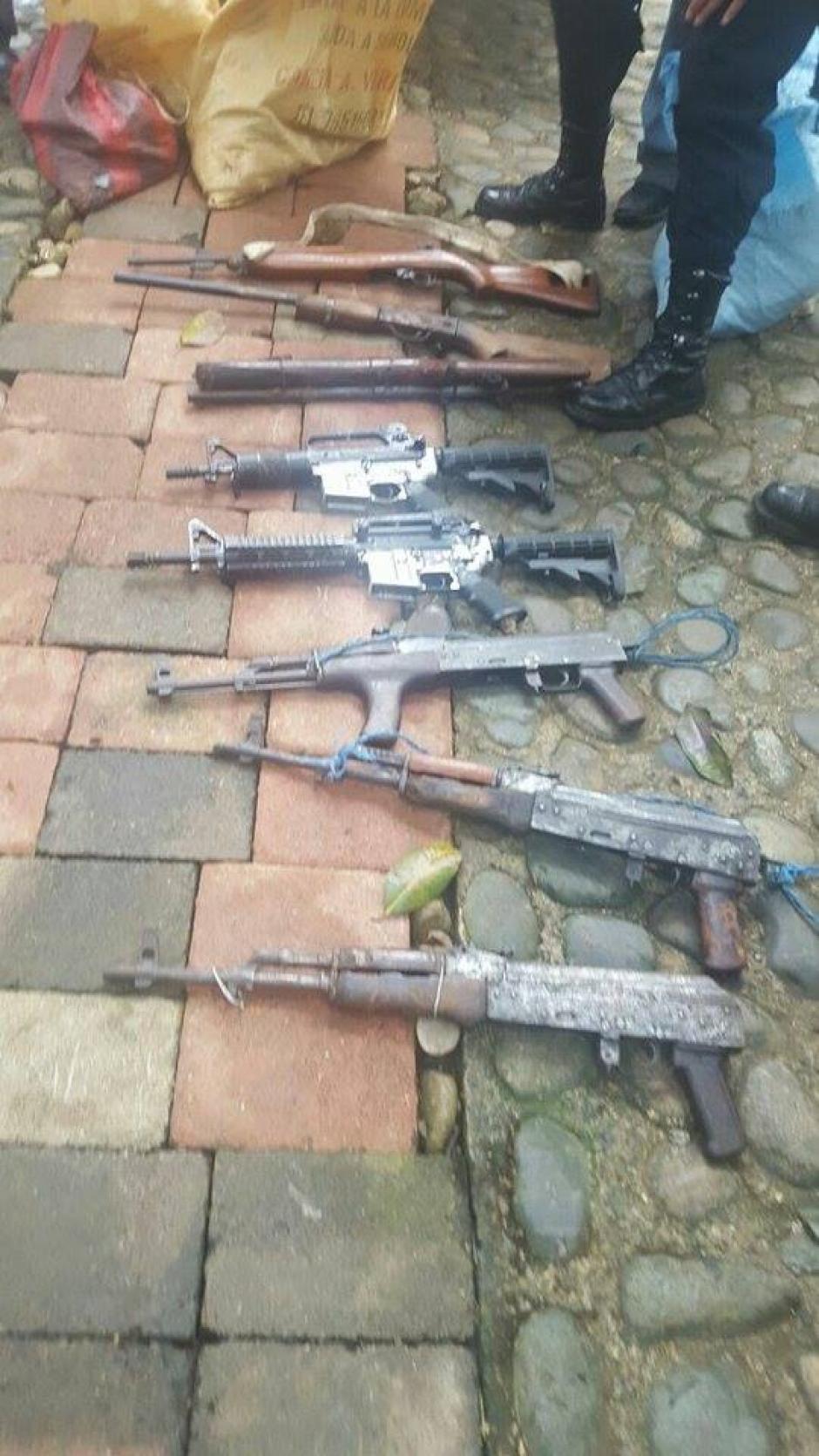 Por el tipo de armamento decomisado, las autoridades consideran que pertenecen al narcotráfico. (Foto: Policía Nacional Civil (PNC)