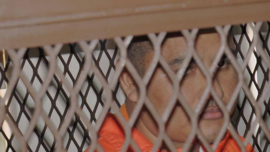 """Eduardo Villatoro Cano, más conocido como """"Guayo Cano"""" fue también llevado este martes al nivel 15 de la Torre de Tribunales para escuchar la declaración del colaborador eficaz en el proceso que se le sigue por delitos de narcotráfico. Foto Esteban Biba/ Soy 502"""