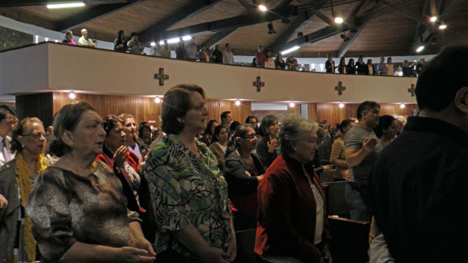 Las iglesias en el país se llenaron de devotos y devotas católicas desde tempranas horas de este miércoles para participar en la misa e imposición de la ceniza. (Foto: Esteban Biba/Soy502)