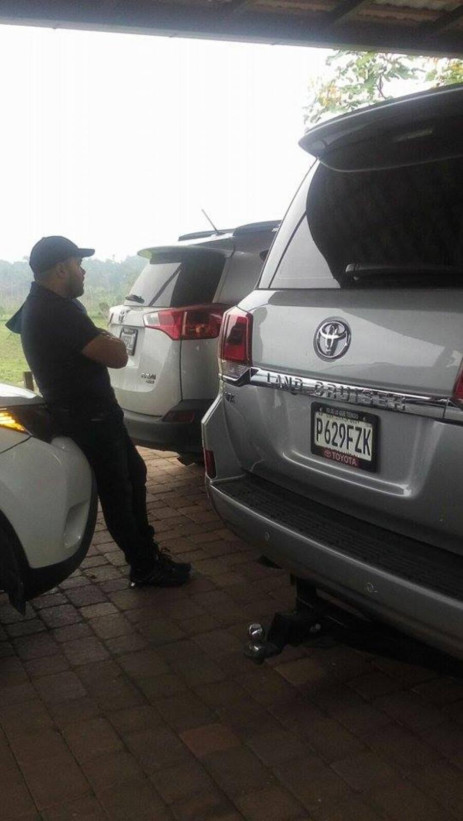 Seis vehículos de lujo también fueron decomisados. (Foto: Policía Nacional Civil (PNC)