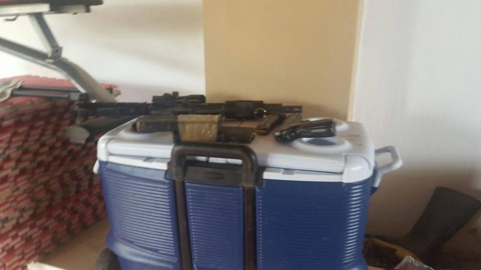 Entre el arsenal decomisado resaltan 6 fusiles de asalto; 3 AK 47 y 3 AR 15. (Foto: Policía Nacional Civil (PNC)
