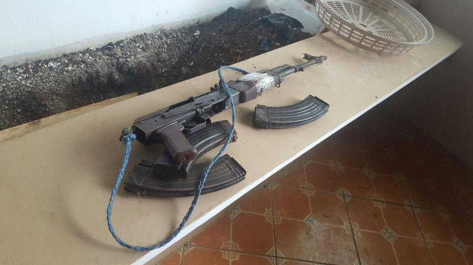 El uso a particulares de armas largas, está prohibido en el país. (Foto: Policía Nacional Civil (PNC)