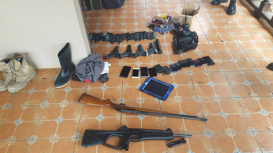 También se decomisó más de una decena de teléfonos celulares. (Foto: Policía Nacional Civil (PNC)