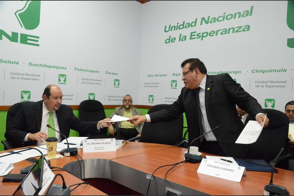 La SAAS entregó el listado de asistentes a la reunión con el Presidente Jimmy Morales. (Foto: cortesía José Castro)