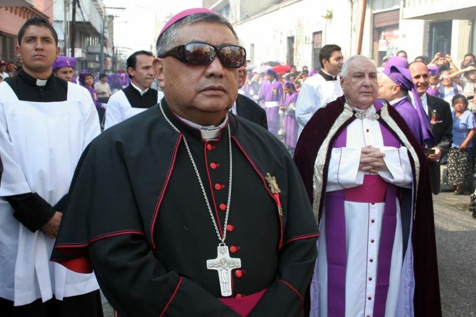 Sacerdotes acompañan el cortejo del Beaterio de Belén. (Foto: Raúl Illescas).