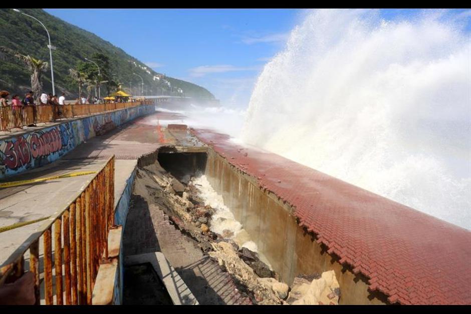 Una parte de la ciclovía en Rio de Janeiro se desplomó. (Foto: EFE)