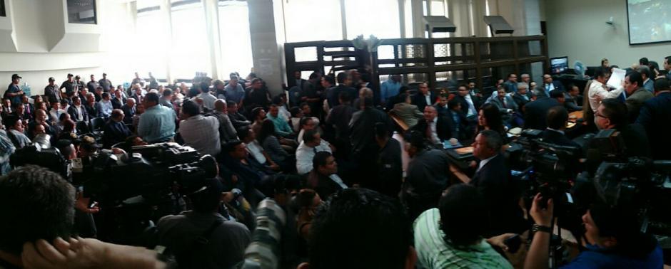 Debido a la gran cantidad de acusados, la sala estaba llena. (Foto: Wilder López/Soy502)