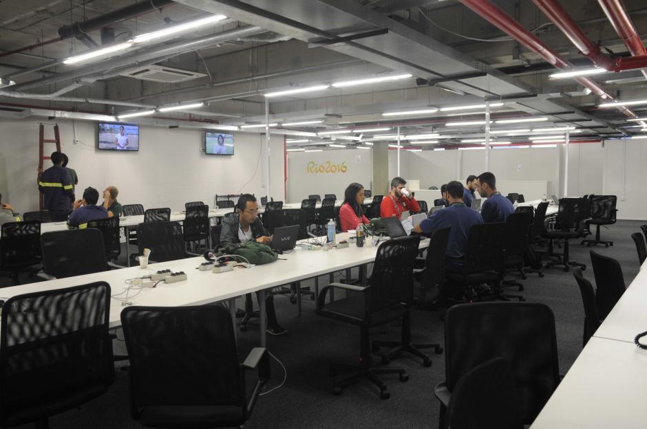 Internet, impresiones, llamadas internacionales, área de comida (pagada) y de descanso, son algunos servicios que ofrece la sala de prensa. (Foto: Pedro Pablo MIjangos/Soy502)
