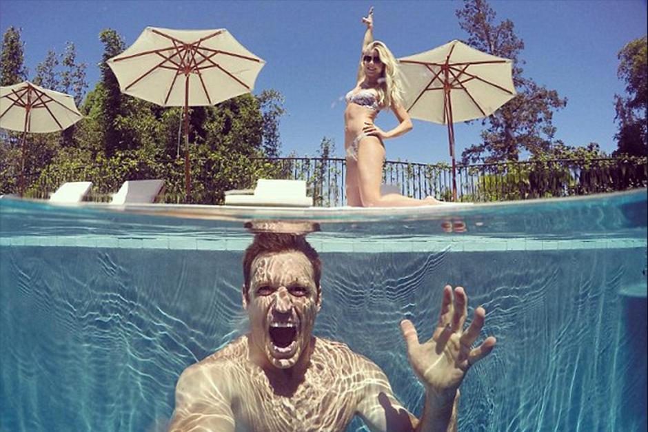 La actriz descansó este sábado en la piscina junto a su pareja Brooks. (Foto: Instagram)