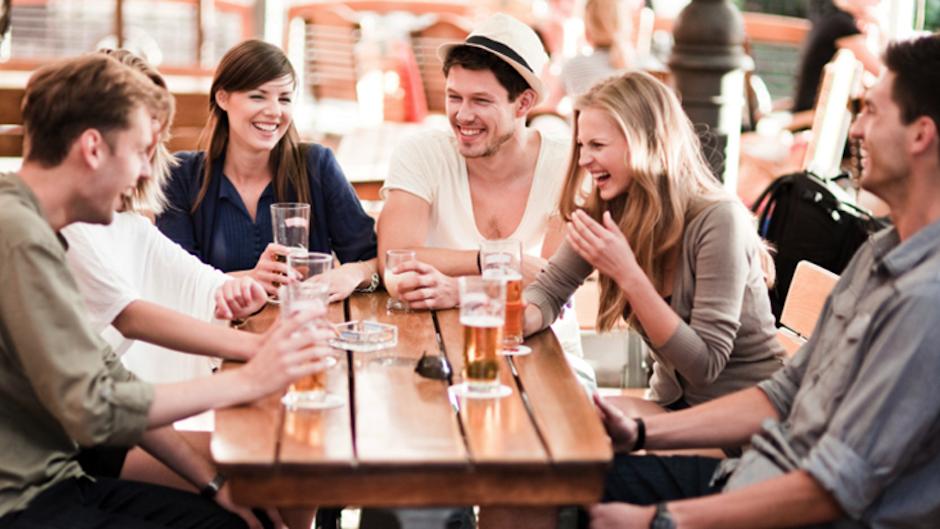 Salir con los amigos o familia es una gran actividad de los exitosos. (Foto: disneybabble.com)