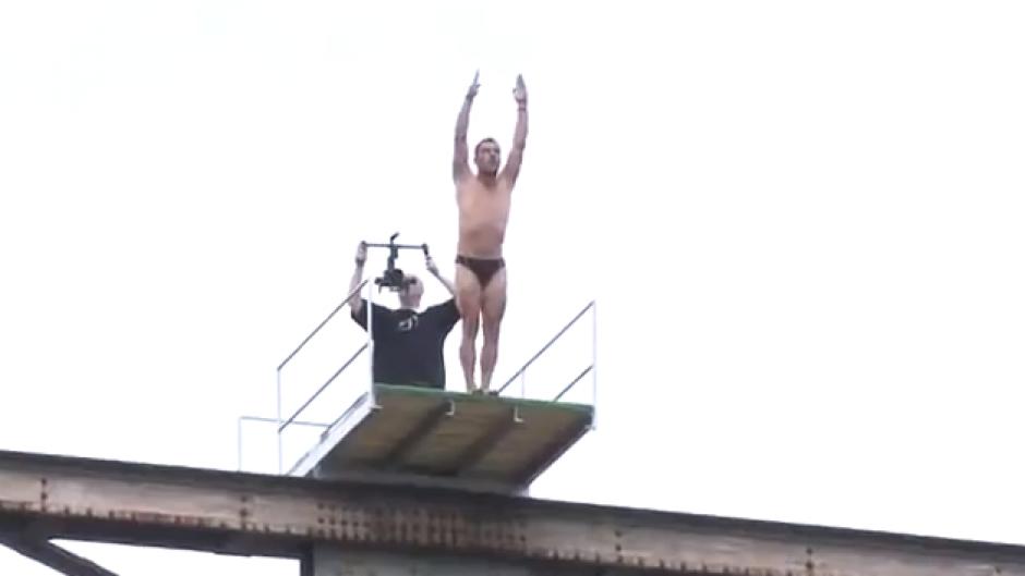 Un deportista perdió la vida luego de saltar desde un puente. (Foto: Captura de YouTube)