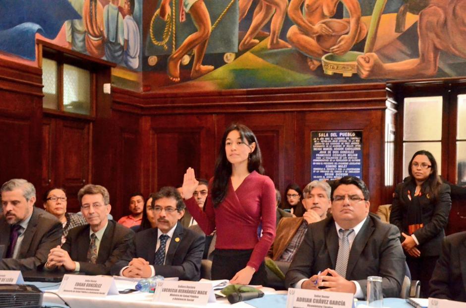 Lucrecia Hernández Mack se calificó con 9 de 10 puntos. (Foto: Cortesía José Castro/Congreso)