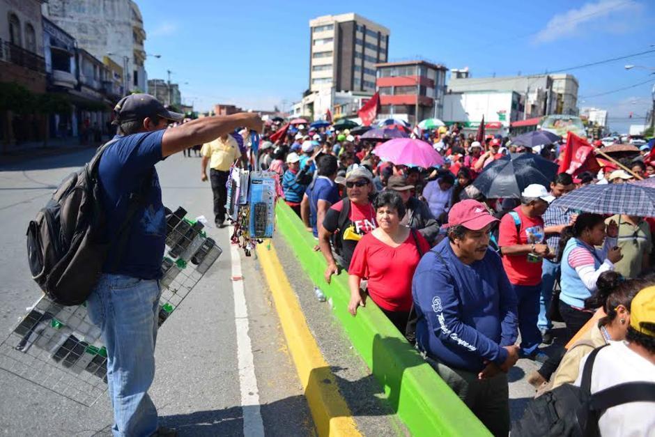 Por lo regular la protesta se moviliza por el Trébol y la Avenida Bolívar. (Foto: Archivo/Soy502)