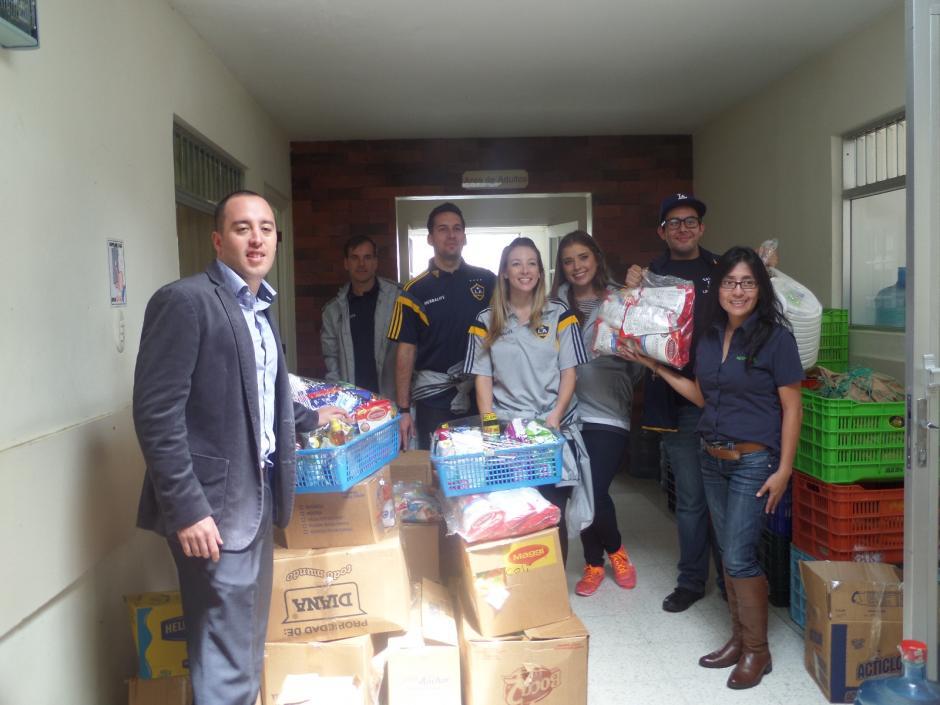 La visita sorprendió a la asociación que agradeció el apoyo solidario. (Foto: Hospicio San José)