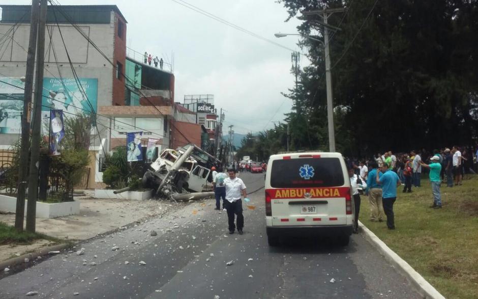 Un aparatoso accidente de tránsito ocurrió en el bulevar San Cristóbal. (Foto: @EmixtraPablo)
