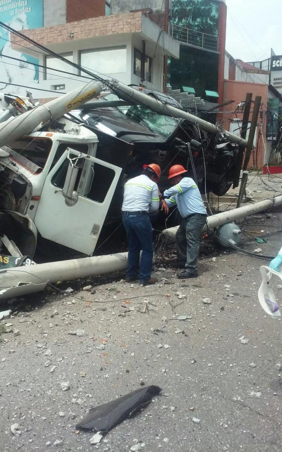El piloto sufrió heridas leves, informaron los socorristas. (Foto: @EmixtraPablo)