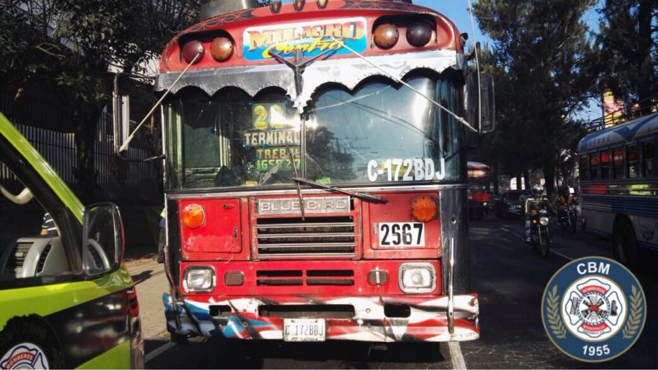 El incidente se produjo entre dos autobuses de la ruta 22. (Foto: @bomberosmuni)