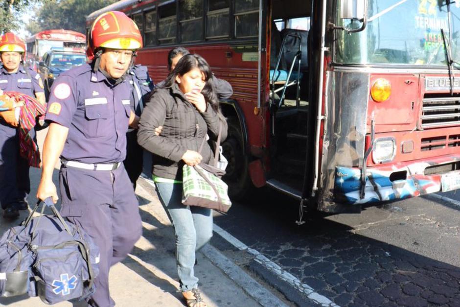 Siete personas resultaron heridas en un accidente de tránsito en la zona 7. (Foto: @bomberosmuni)