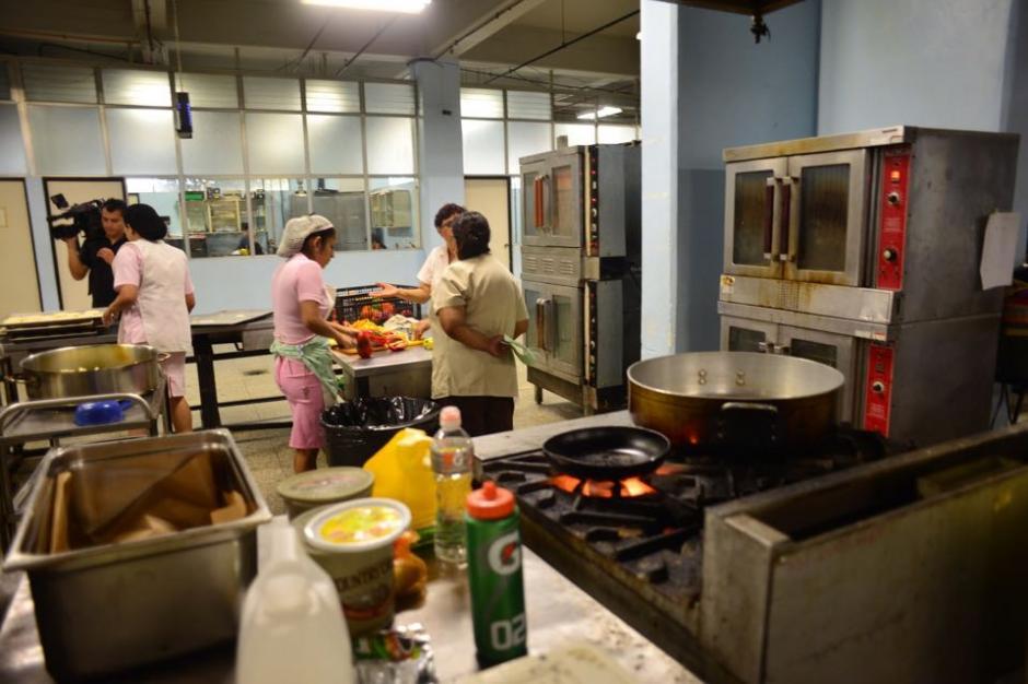 Las cocineras deben hacer una dieta diaria a base de arroz, verduras y sopa. (Foto: Jesús Alfonso/Soy502)