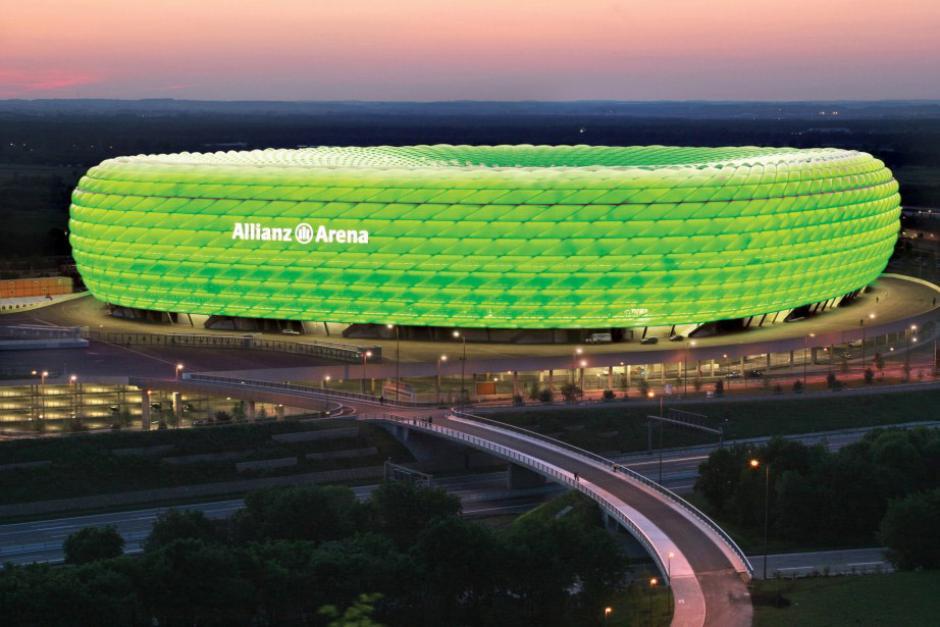 El Alianza Arena se iluminó de verde en solidaridad con Brasil. (Foto: Twitter)