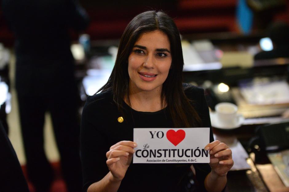 """El Congreso también pagó por las calcomanías de """"Yo amo la Constitución"""". (Foto: Archivo/Soy502)"""