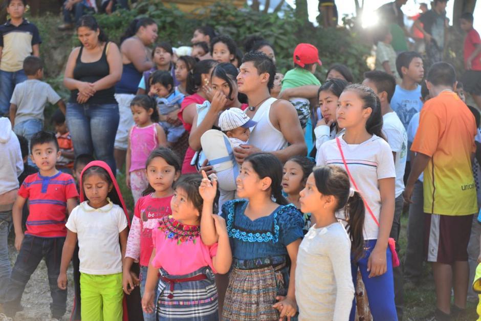 Más de 500 niños esperaron al personaje navideño. (Foto: Jesús Alfonso/Soy502)