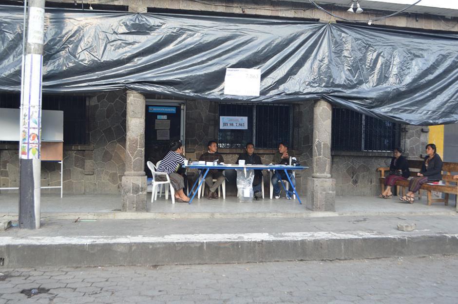 La afluencia de votantes es inferior a la registrada en la primera vuelta electoral como puede verse en uno de los centros electorales ubicados en Santiago Atitlán, Sololá. (Foto: Cortesía de Nuestro Diario)