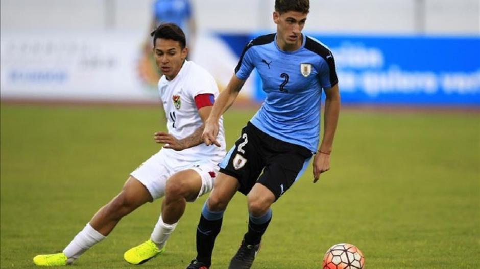 Santiago Bueno es un defensa central uruguayo