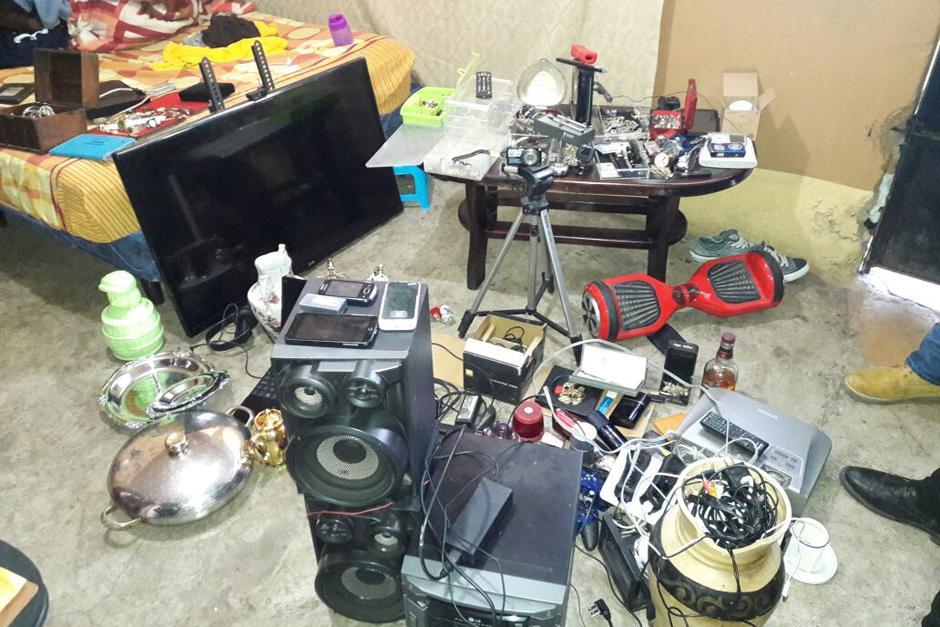 Los artículos fueron encontrados en viviendas en Villa Nueva. (Foto: PNC)