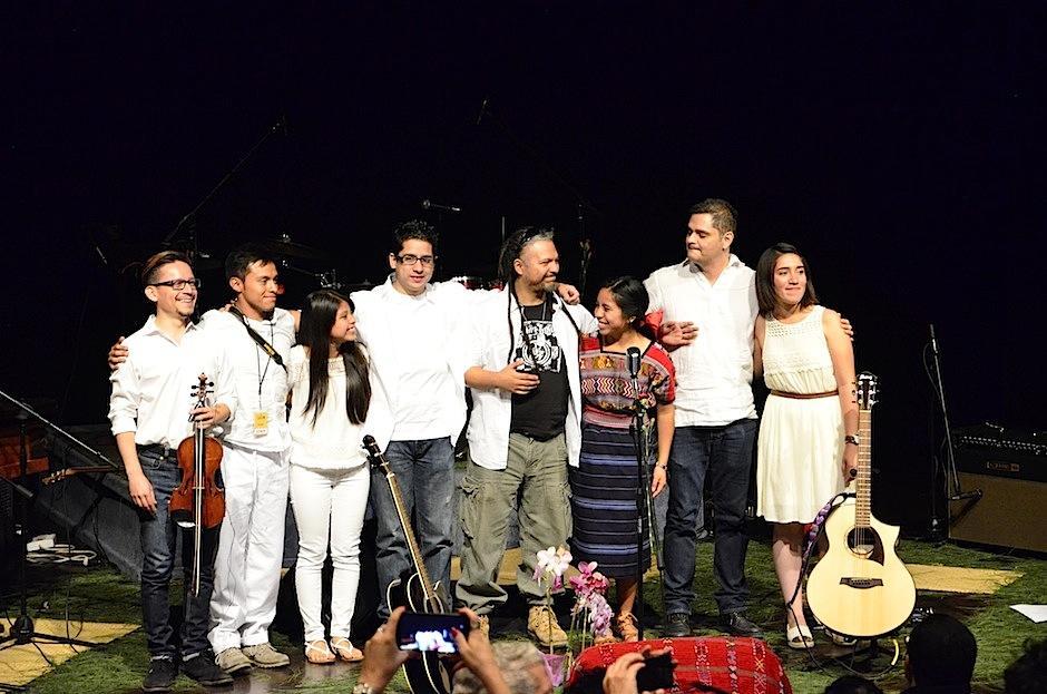 Los músicos agradecieron a los presentes. (Foto: Selene Mejía/Soy502)