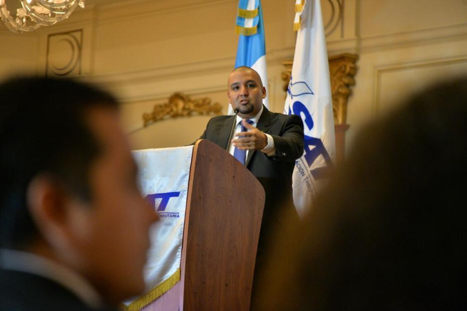 Juan Francisco Solórzano Foppa, superintendente de la SAT habló sobre el nuevo edificio. (Foto: Wilder López/Soy502)