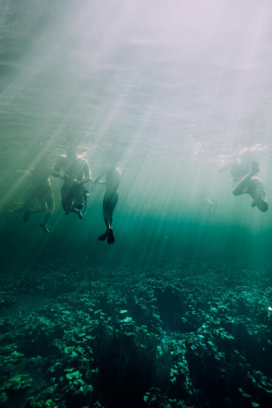 Las personas pueden observan con claridad en las profundidades del arroyo.(Fabriccio Díaz)